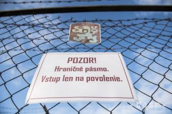 Symbolicky zavretú hranicu do Rakúska opäť otvorili