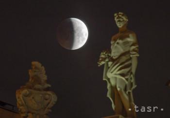 Úplné zatmenie Mesiaca mohli v pondelok pozorovať aj obyvatelia Európy