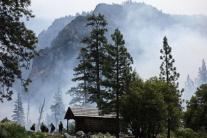 Požiarnici zakladajú preventívny požiar