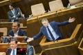 TÝŽDENNÍK: Zmeny v parlamente, spokojný premiér a dozvuky summitu