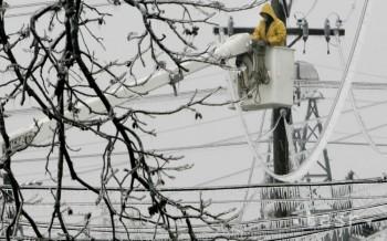 Desaťtisíce Litovčanov ostali pre sneh a dážď bez elektriny