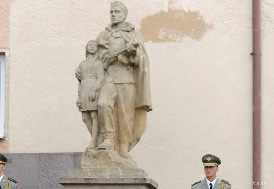 4c2758c33 Minister P.Gajdoš si uctil pamiatku obetí SNP pochodom Zlatno-Skýcov