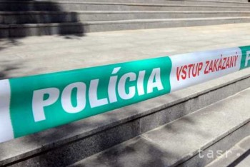 Polícia obvinila mužov z krádeže v dubnickom gymnáziu
