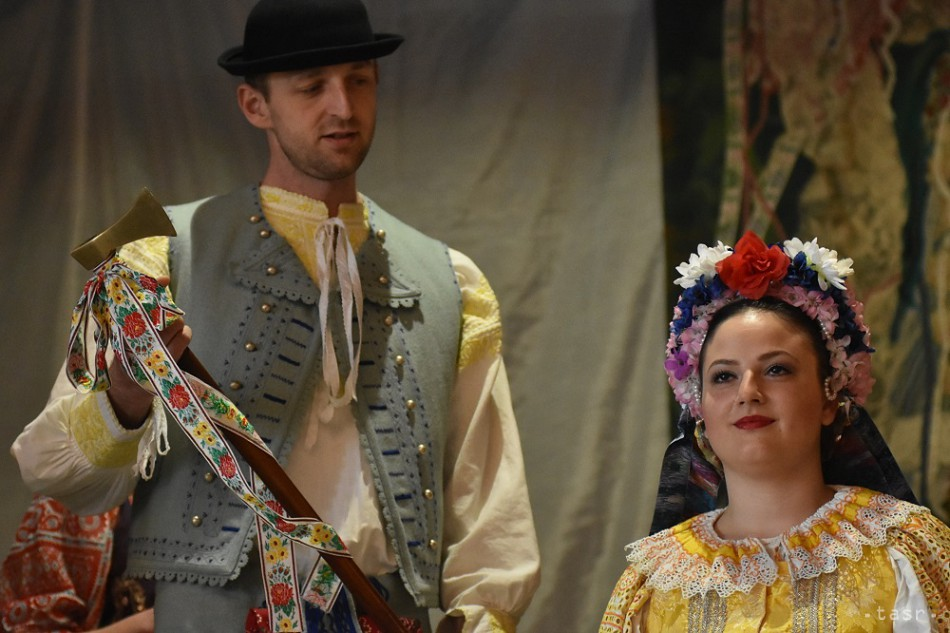 14905e86e155 Čepčenie nevesty folklór tradície svadba kroje tan