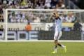 Neapolčania rvali a zapaľovali dresy futbalistu Gonzala Higuaina