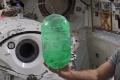 VIDEO: Ako sa správa kvapalina vo vesmíre?