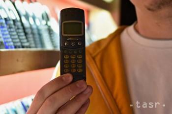 Tento Slovák má doma rekordnú zbierku starších mobilov