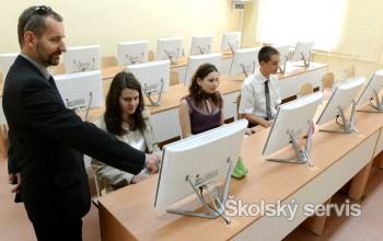 """Maturanti nebudú tento rok ešte maturovať cez počítač """"naostro"""""""