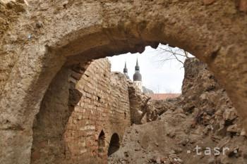 Pri synagóge v Trnave našli archeológovia unikátnu gotickú pivnicu