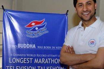 Moderátor z Nepálu drží Guinessov rekord za najdlhšiu talk show
