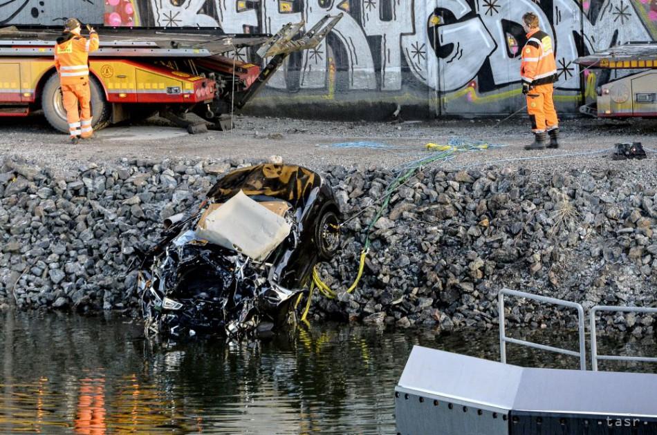 Auto so skupinou Viola Beach sa zrútilo z mosta, nehodu nikto neprežil