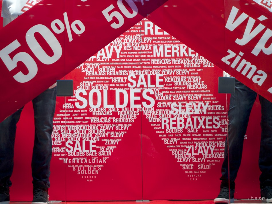 4886c6db13b8 Povianočné výpredaje v nákupnom centre AVION v Bra