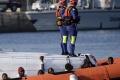Taliansko vyzdvihli z morského dna potopenú loď s migrantami