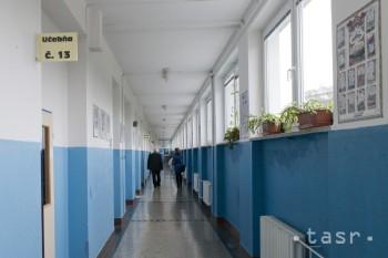 Na Gymnáziu L. Novomeského pôsobili za 52 rokov iba dvaja riaditelia
