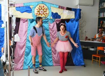 Vitajte v nemocničnom cirkuse, kde sa lieči smiechom