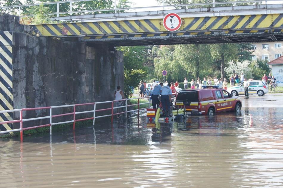 Intenzívne zrážky v rakúskom St. Pöltene viedli aj k zatopeniu pivníc 174103191ce