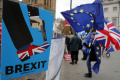 Liberálni demokrati odmietli brexit bez dohody