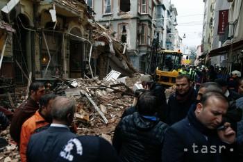 VIDEO: V Istanbule sa zrútila päťposchodová budova