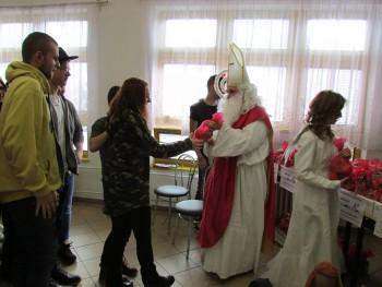 V SOŠ Rakovice Mikuláš rozdával zdravé dobroty