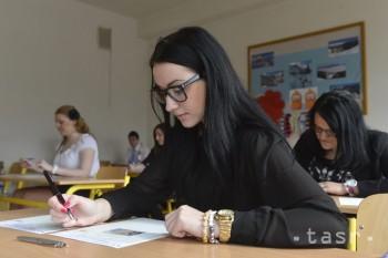 Medzi stredoškolákmi bez práce dominujú absolventi obchodných odborov
