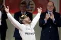 Hamilton sa stal víťazom dramatickej Veľkej ceny Monaka