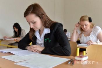 Maturanti z nemčiny aj tento rok zaostávali za angličtinármi