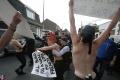 VIDEO: Predbežné výsledky vyvolali v Paríži protesty