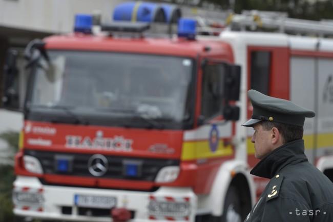 Hasiči si dnes nevydýchnu. Zasahujú pri požiari bytovky v Prešove