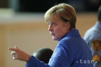 Merkelová: Pomoc utečencom je súčasťou boja Nemecka proti IS