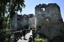 Vstup do hradu Uhrovec