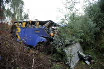 Čelná zrážka autobusu a nákladného vozidla má najmenej 20 obetí