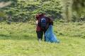 Iniciatíva #niesomprasa nabáda ľudí, aby čistili miesta v prírode