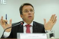 I. MIKLOŠ: Kupónová privatizácia zabránila rozkradnutiu podnikov