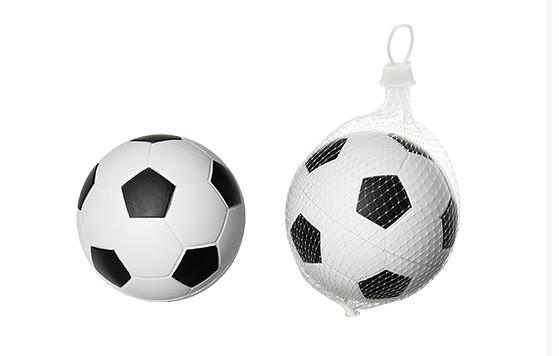 ce04af184 H&M upozorňuje na penovú futbalovú loptu, deťom hrozí udusenie - 24hod.sk