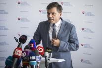 Minister školstva P. Plavčan podá abdikáciu k 31. augustu