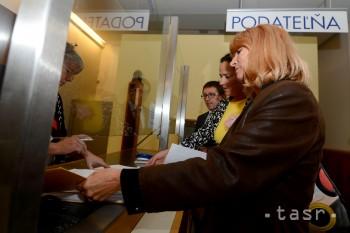 Rodičia škôlkarov na Exnárovej odovzdali petíciu so 6200 podpismi