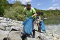 Dobrovoľníci na viacerých miestach Slovenska čistili vodné toky