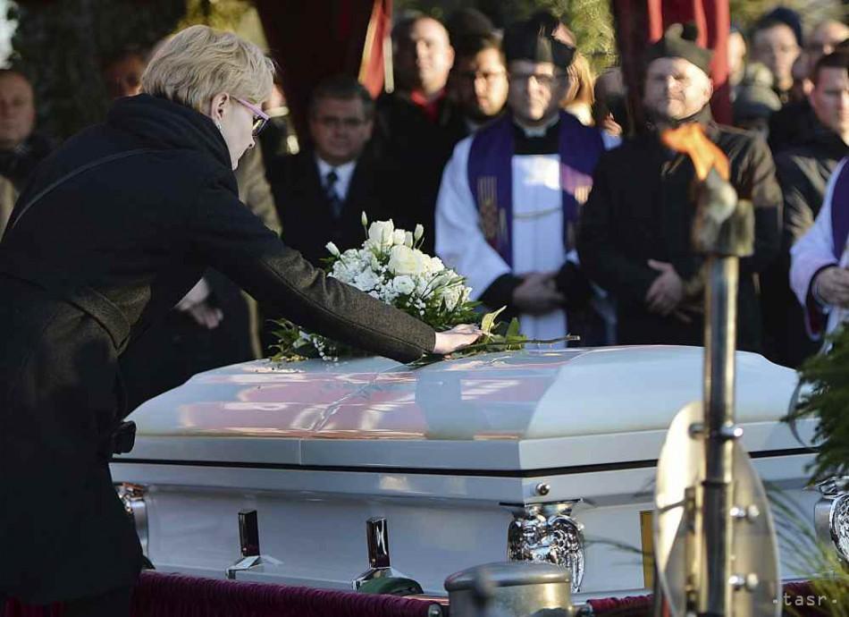 4938bcac7 Desaťtisíce ľudí si v smútočnom sprievode uctili zavraždeného starostu