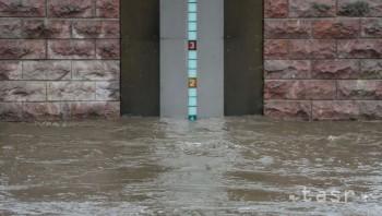 Trenčínu, Ilave a Bánovcom nad Bebravou hrozia prívalové povodne