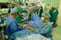 Martin očná operácia lekár oči 3D živý prenos