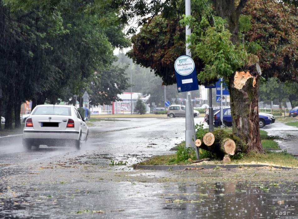 Šariš a Zemplín zasiahli silné búrky.V Gribove je mimoriadna situácia 41240bedd24