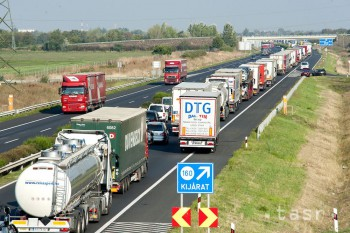 Aktivisti upozornia na rozšírenia diaľnice D1 a križovatky Triblavina