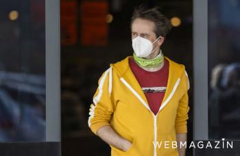 Mladý muž venoval bánovskej nemocnici chrániče uší na respirátory