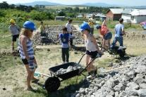Americkí herci zavítali do rómskej osady v Rankovc