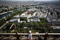 Eiffelovu vežu po 104 dňoch opäť otvorili