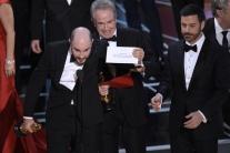 Udeľovanie Oscarov: Chybné oznámenie víťaza v kategórii najlepší film