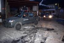 Rozzúrený dav upálil starostu dediny, útočil na politického rivala