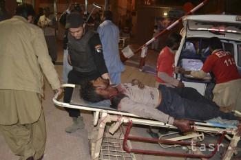 Teroristi vystrieľali v pakistanskom výcvikovom centre aspoň 59 ľudí