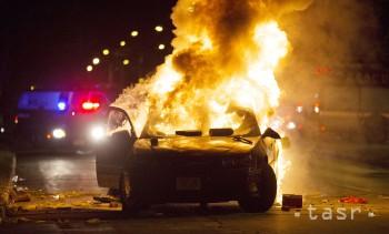 Na Námestí priateľstva v Dunajskej Strede horelo auto