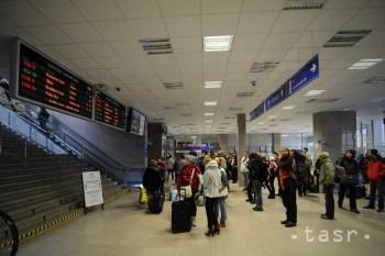 Študenti a dôchodcovia budú od 17. novembra cestovať vlakmi zadarmo